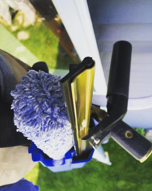 TallBoys cleans windows
